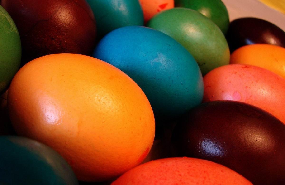 Пожелания за великден с Великденски яйца